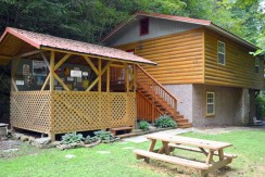 Creekside Get Away is located Kings Branch Road off the Spur
