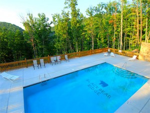Pigeon Forge Cabins with swimming pool access