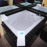 rooms with whrilpool tubs