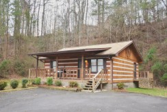 Tucked Away Cabin located minutes from Dollywood